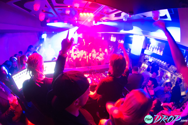 EDX ignites the crowd at Vibe Ultra Music Lounge in Fort Lauderdale, FL, presented by thatDROP.com. Photo by Andreina Rodrigues.