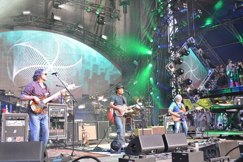 The String Cheese Incident Performing
