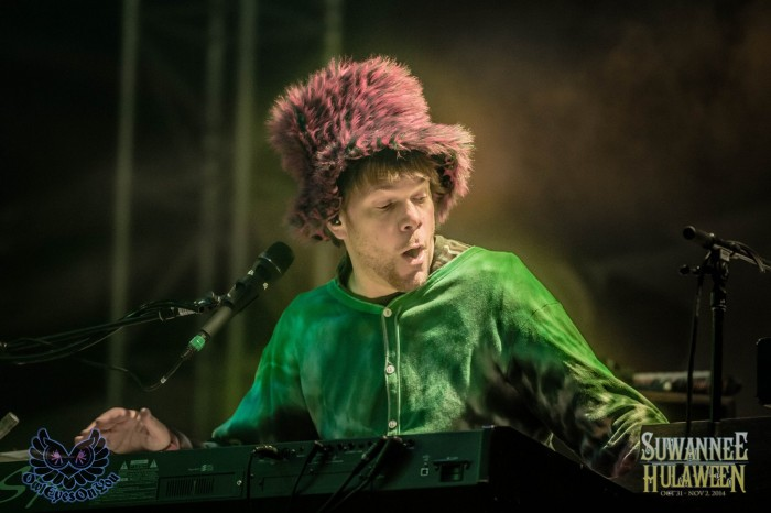 Kyle performing with The String Cheese Incident at Suwannee Hulaween.