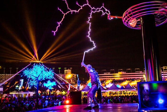 Why EDC LV 2015 was the Best EDM Festival EDM Festival Ever