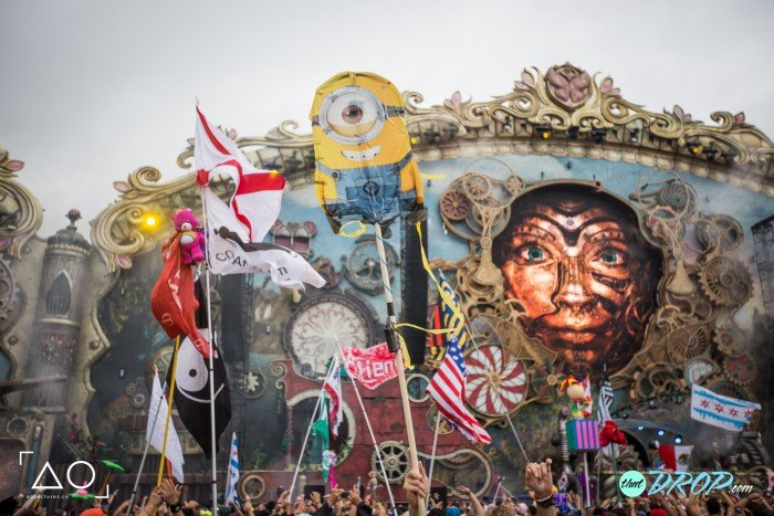 30 Hilariously Epic TomorrowWorld Totems