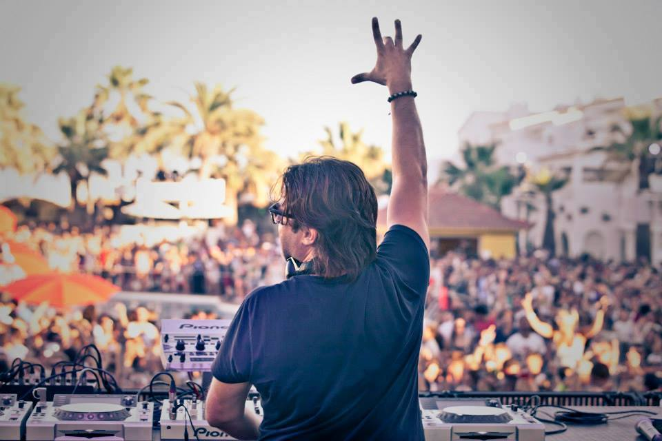 Edx drops deep house anthem announces north american bus for Deep house 1994