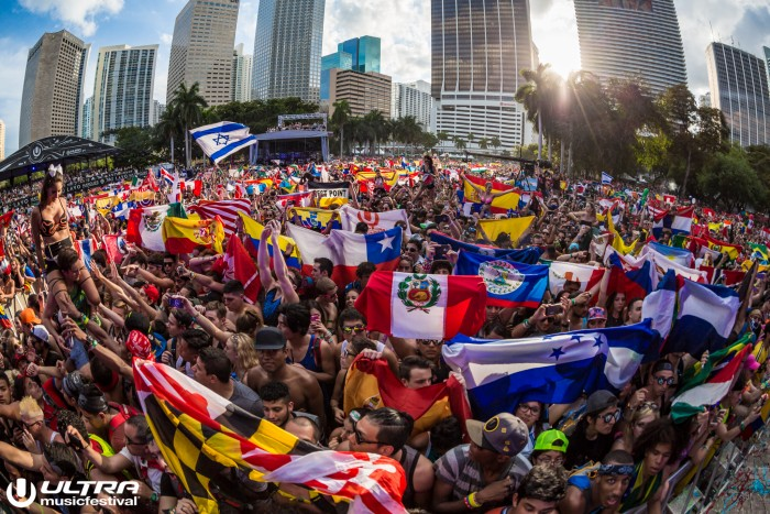Ultra Music Festival Crowd Shot / Photo by ALIVECOVERAGE