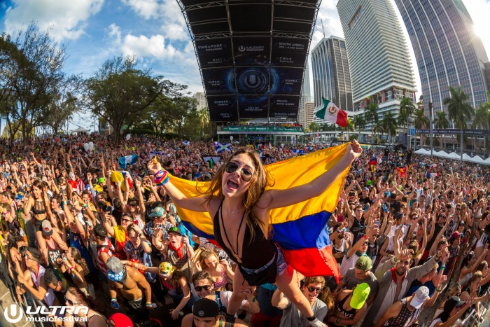 Ultra Music Festival Crowd Photo / Photo by ALIVECOVERAGE