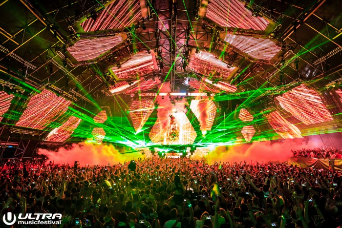 Ultra Music Festival Laser Light Show/Photo by ALIVECOVERAGE