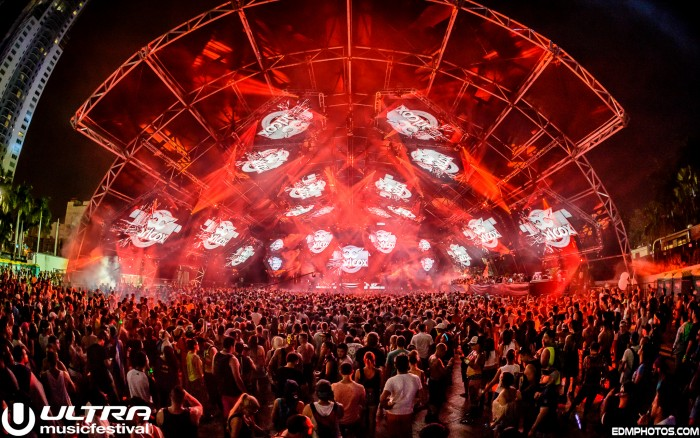 Carl Cox performs at Ultra Music Festival/Photo by EDM Photos