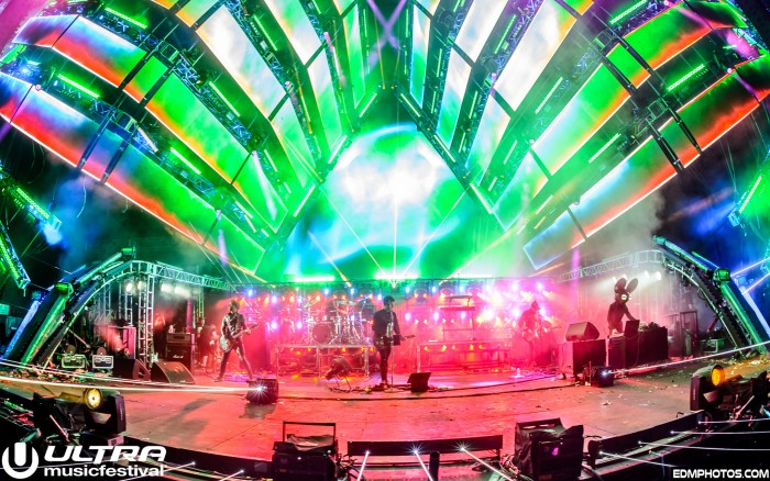 Deadmau5 performs with Pendulum at Ultra Music Festival/Photo by EDM Photos