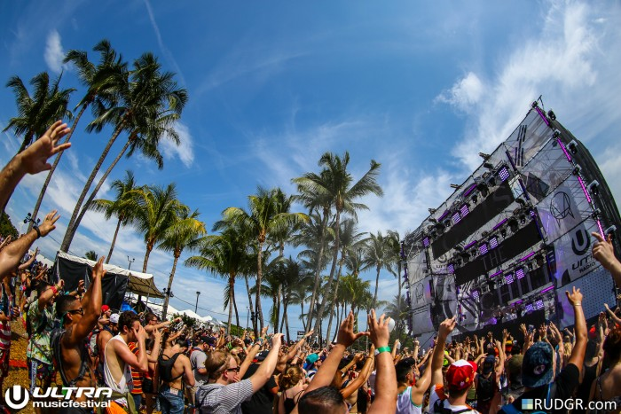 Ultra Music Festival Wide Angle / Photo by Rudgr