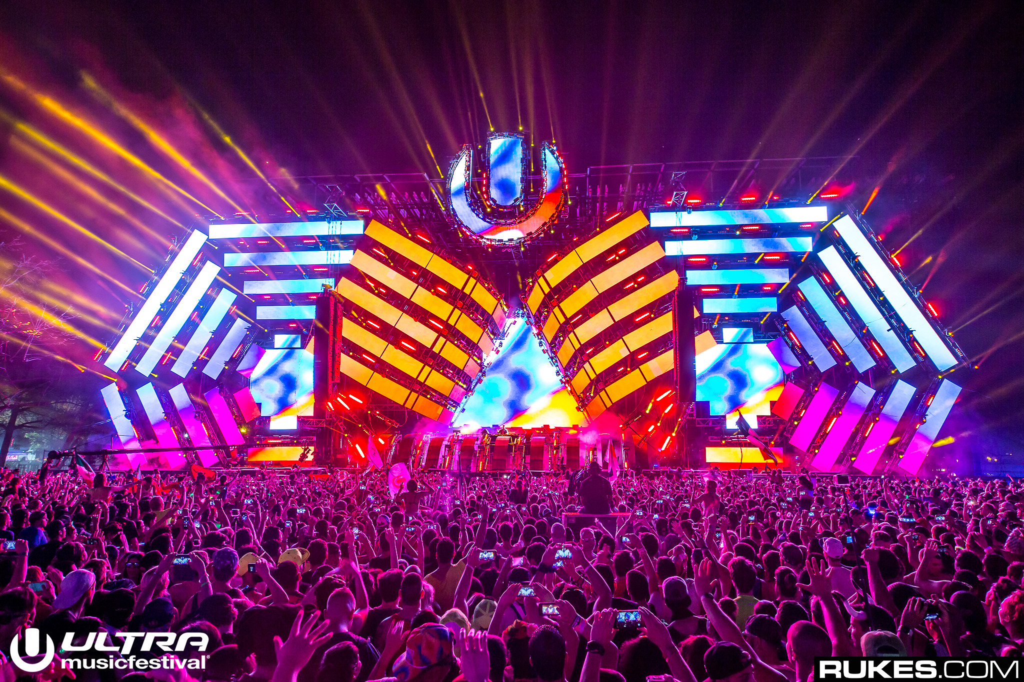 25 Massive Photos That Capture The Magnitude of Ultra Music ...